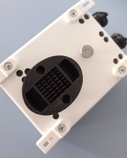 Relative humidity and atmospheric pressure sensor mounted in the Lunatico's Cloudwatcher